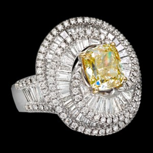 massimo raiteri jewellery jewelry gioielli anello ring diamond diamonds diamanti baguette tepper classic design classico fashion moda fancy yellow intense giallo intenso